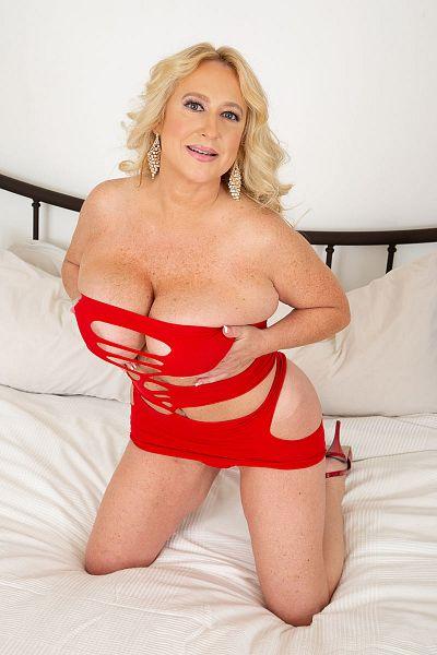 Nina Bell Big Tits Model Profile