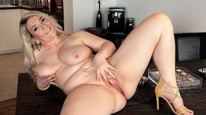 Sandy Bigboobs Video - Watch Sandy's big boobs hang and sway