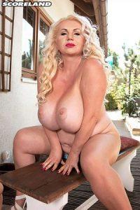 Marissa Kert Photo - Chesty & Cream-Coated