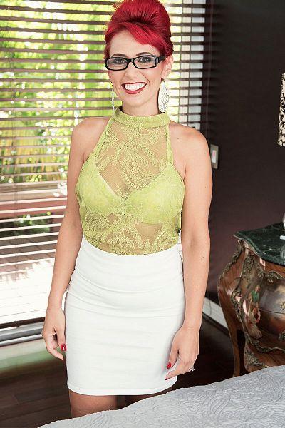 Nola Rouge Big Tits Model Profile